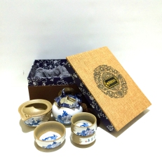 Chinese tea set in box (4 cup set)